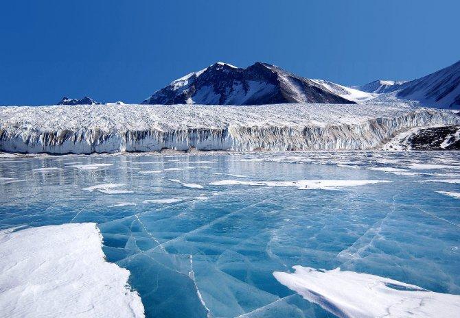 Plavi Led Pokriva Jezero Friksel Na Transantarktickim Planinama 670×464