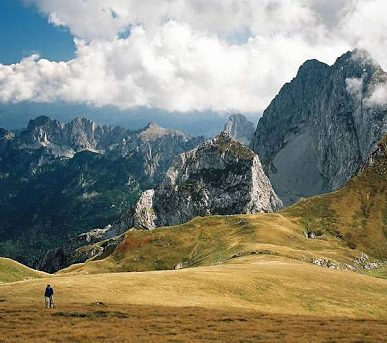 What's The Difference Between Hiking And Mountain Climbing?